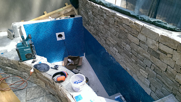 tiling plunge pool