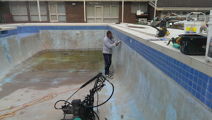 preparing to paint pool templestowe