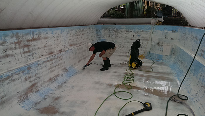 pool-painting-during-chadstone